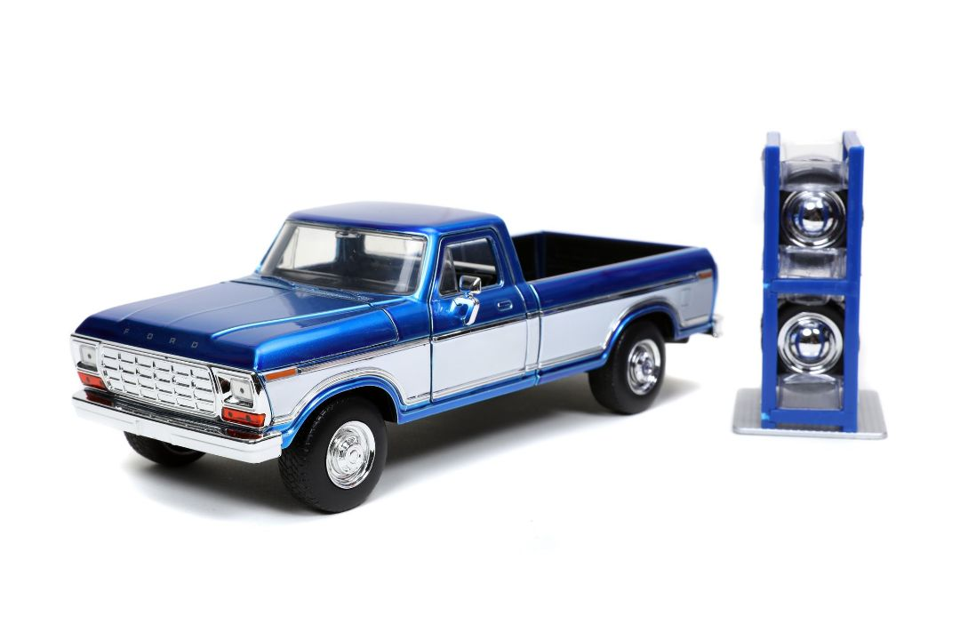 "Damaged Box - Jada 1/24 ""Just Trucks"" 1979 Ford F-150 w/ rack"