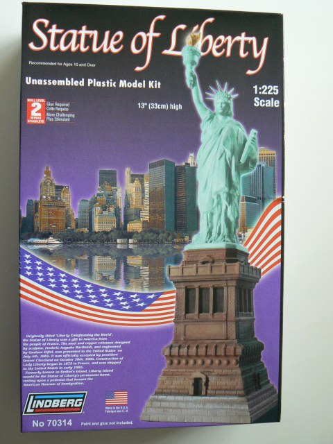 Lindberg Statue of Liberty 1/225 Model Kit (Level 2)