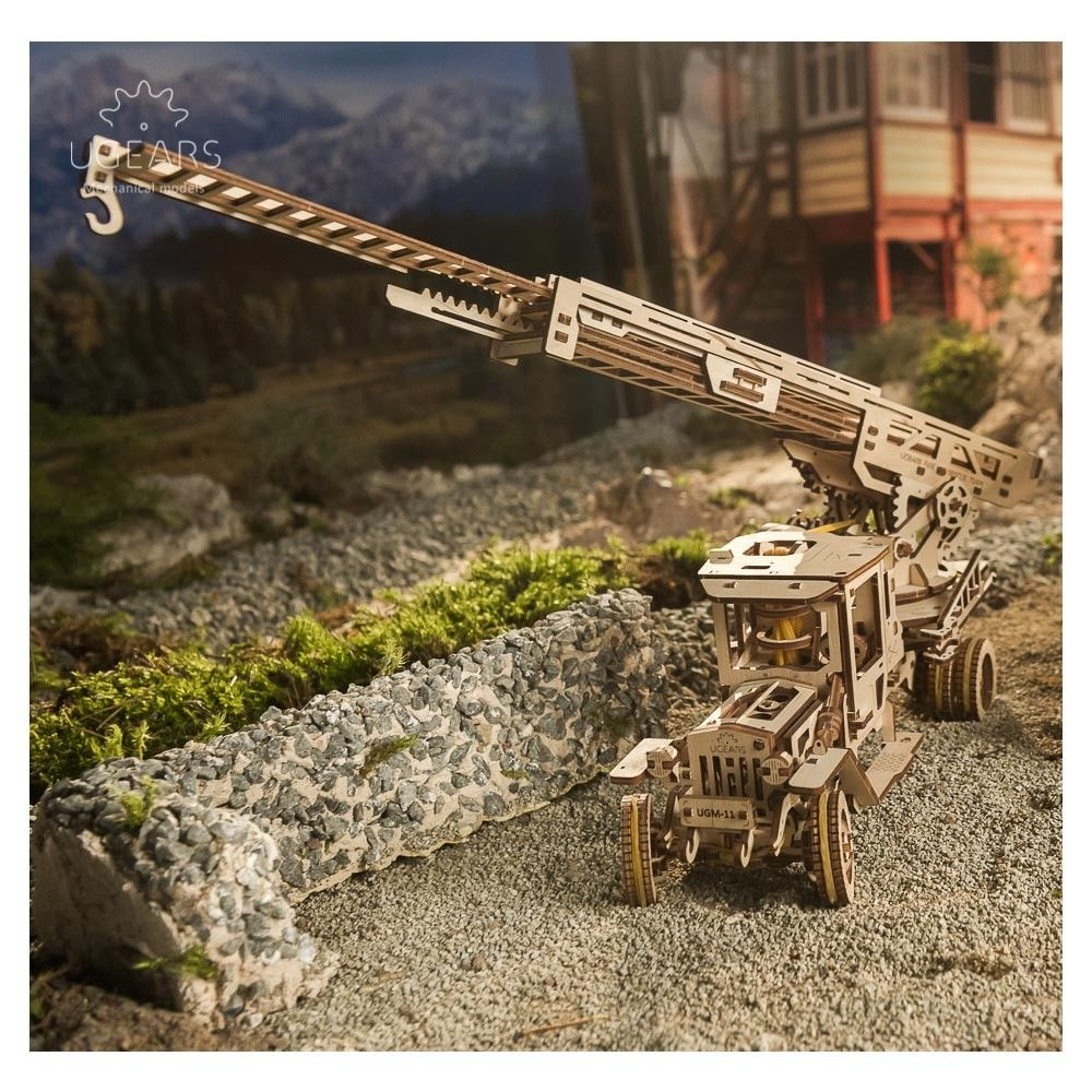 UGears Ladder Fire Truck - 537 pieces (Advanced) - Click Image to Close